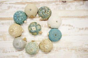 kleine Salzstreuer Töpferware als Keramik für den Alltag